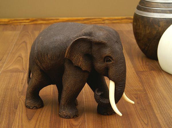 teak holz elefant skulptur holzelefant 17cm ebay. Black Bedroom Furniture Sets. Home Design Ideas